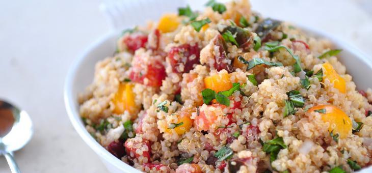 Recept Salát z quinoy, opečených rajčat a cizrny