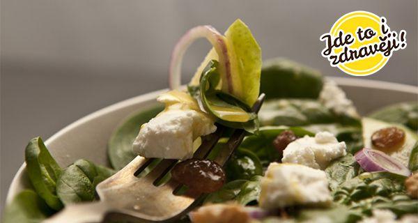 Recept Salát se špenátem, jablky, brusinkami a sýrem feta