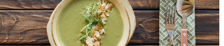 Recept Brokolicová polévka s mandlemi a řeřichou
